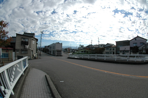 富山市 いたち川 辰巳町