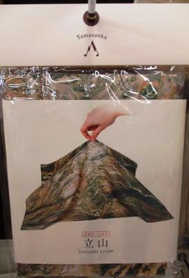Yamasanka 百名山ハンカチ 立山 1295円