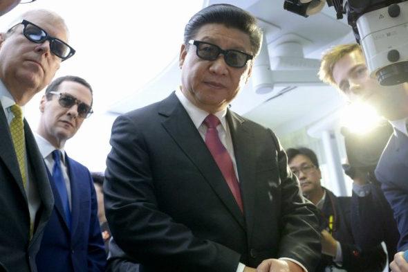 【中国】英国で3Dメガネをかけた「習近平」2
