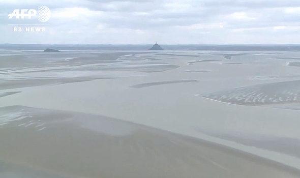 【画像】フランス、グランビル湾で記録的な引き潮1