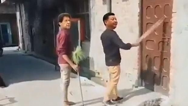 インド、モディ首相にビビって急に盲人のふりをする習近平のMAD動画が爆笑!
