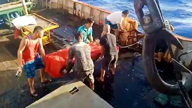 中国漁船がインドネシア船員の遺体を海に投棄!長時間労働や虐待の疑いも…