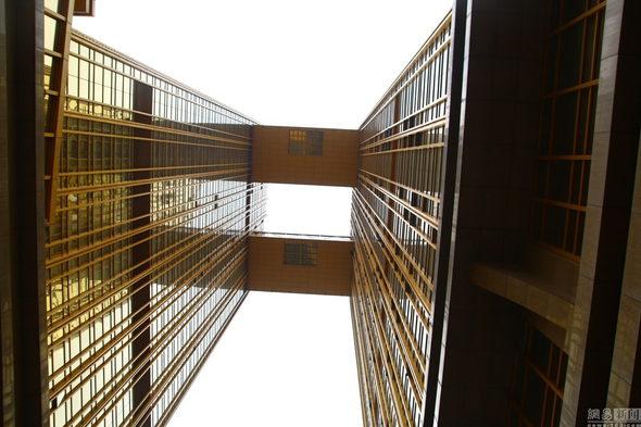 【中国】重慶、金ピカ成金「黄金」のホテルが出現!3