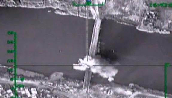 ロシア軍、ISISの補給路を断つため「橋」を空爆!