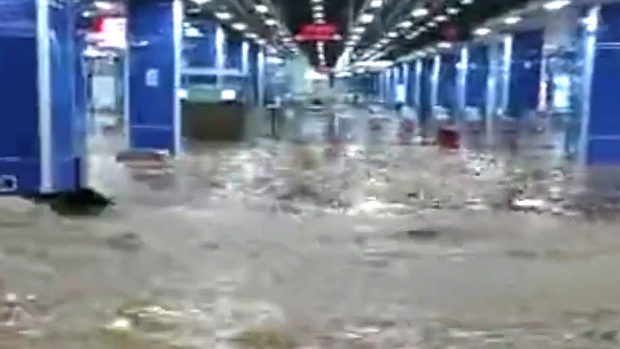 中国、今度は広州市の地下鉄が水没!