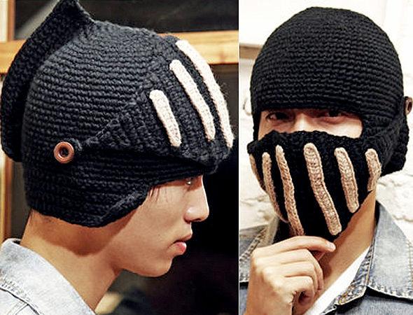 ローマ騎士風のヘルメット型ニット帽!「ナイトヘルム・ニットキャップ」2