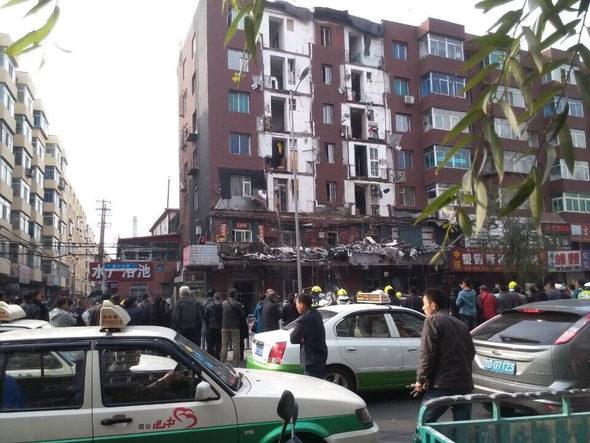 中国、1棟のマンションの10戸のバルコニーが崩落!1