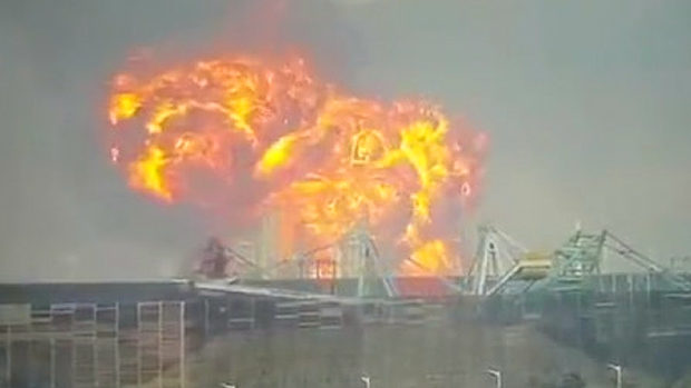 中国、超巨大爆発!今度は石油化学工場が爆発!大火球が空に広がる!