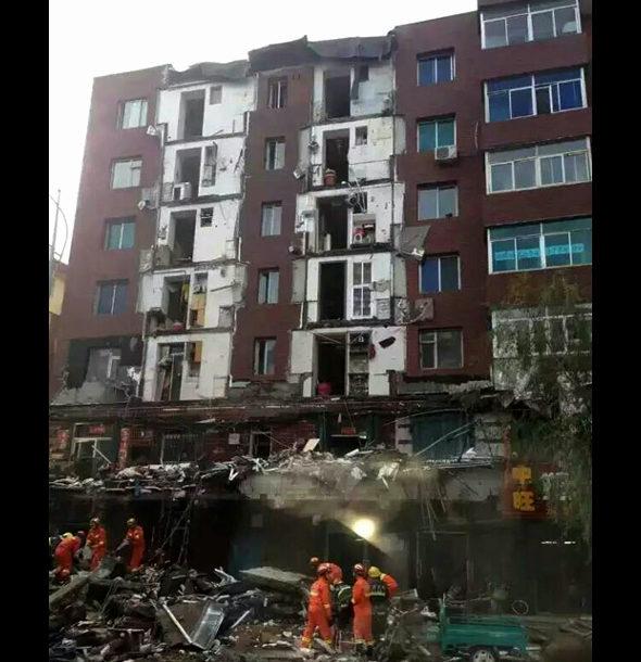 中国、1棟のマンションの10戸のバルコニーが崩落!2
