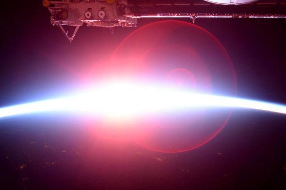 宇宙飛行士・油井さん「宇宙の日の出」3