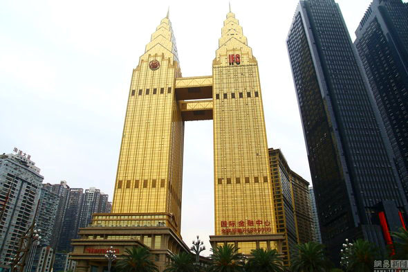 【中国】重慶、金ピカ成金「黄金」のホテルが出現!1