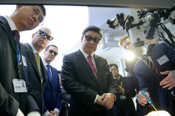 【中国】英国で3Dメガネをかけた「習近平」1