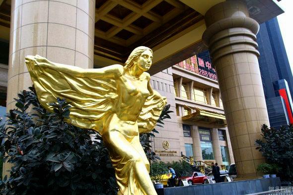 【中国】重慶、金ピカ成金「黄金」のホテルが出現!5
