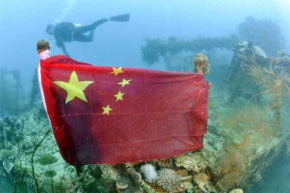 パラオの旧日本軍沈没船に中国国旗!