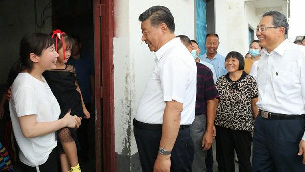 【中国】習近平、洪水被災地訪問も現地の被災者女性が仕込みの「やらせ」だと判明