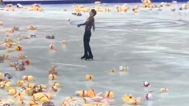 中国共産党は、羽生結弦の演技後のアレが大量に投げ込まれる映像をブロック?