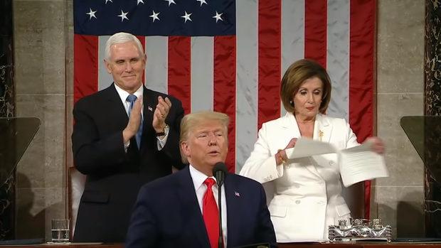 米国、トランプの演説の後ろで演説原稿をビリビリ!恐るべしペロシ下院議長