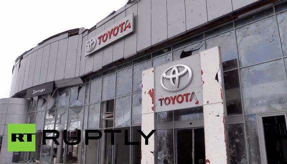 ウクライナ、トヨタのショールームが戦闘に巻き込まれ無残に破壊