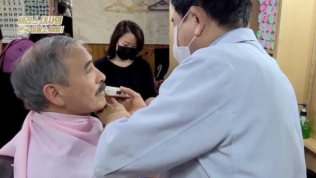 韓国、ハリス米大使が物議の「口ひげ」ソウルの床屋でそり落とす!
