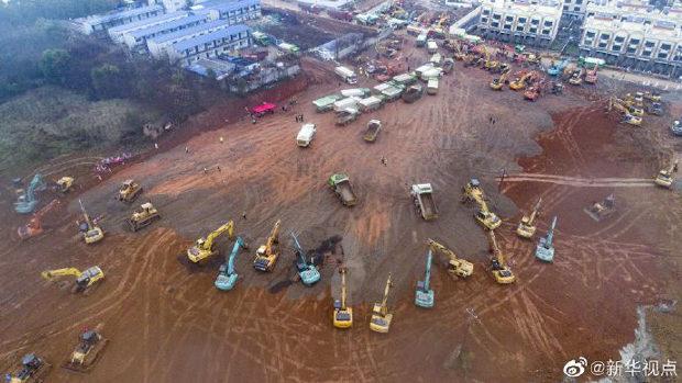 中国、指令「武漢に10日で1000人収容の病院を建設しろ!」重機部隊出動