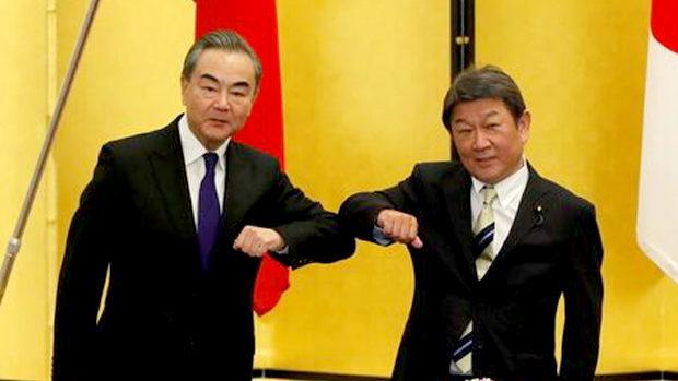 中国・王毅外相、茂木外相