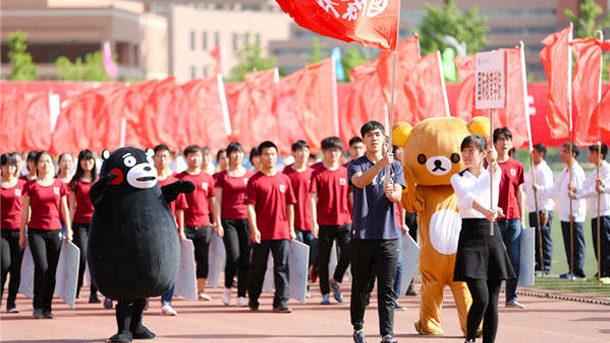 【中国】大学の運動会に「くまモソ」が登場!ちょっと痩せてやつ…