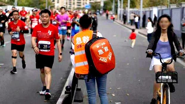 【中国】またマラソン大会で不正!自転車に乗った女性ランナーと共謀した男が永久追放-2