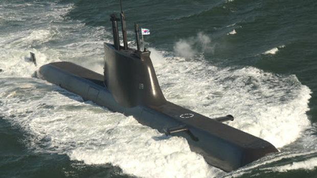 【韓国海軍】2週間潜行できるという潜水艦の屈辱、故障でタグボートに曳航され帰還
