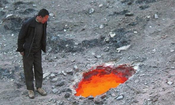【中国】建設現場に直径1メートルの「火口」が出現!1