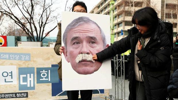韓国、今度はハリス米大使を侮辱する集会!毎度の顔写真を辱めて大喜び!