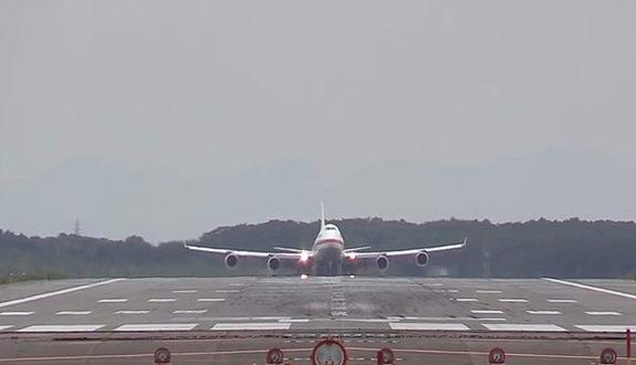 日本国政府専用機「B747-400」