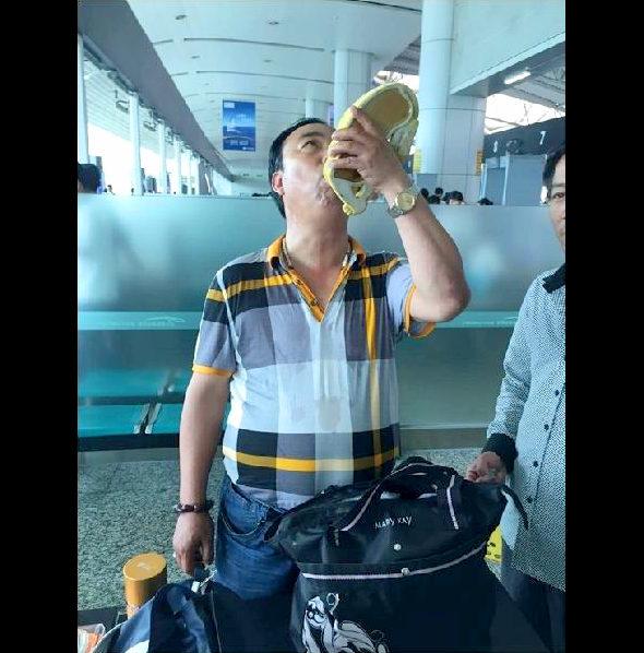 【中国】機内持ち込み禁止!1本16万円の強精酒を空港で一気飲み!1