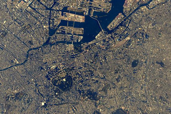 【画像】宇宙飛行士・油井さん「東京直上です。」1