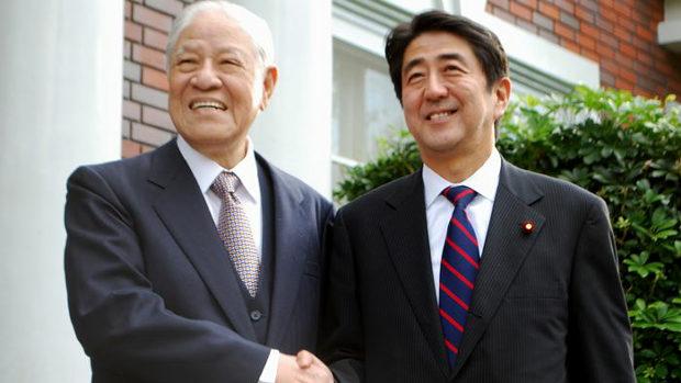 安倍首相と李登輝元総統