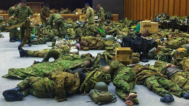 【自衛隊】災害派遣先でベッドもなく雑魚寝!やっと補正予算でベッド9900個購入へ