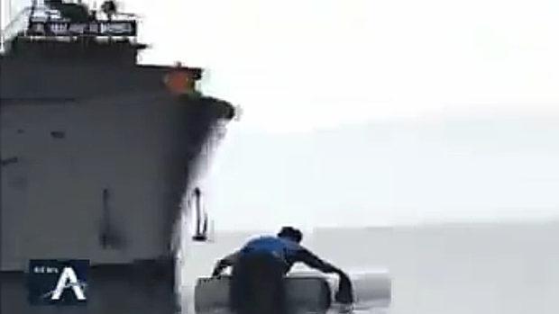 【北朝鮮】越境を図った韓国人の船員を北朝鮮軍が射殺!海上に浮いた遺体を焼く!