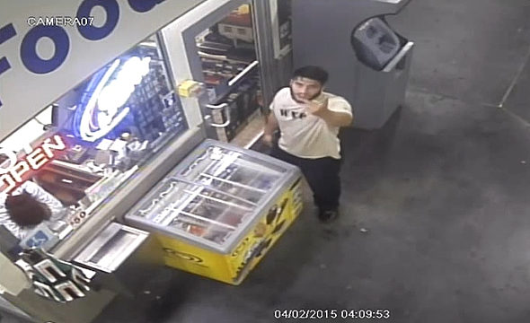 【画像】米国、男がアイスクリームをショーケースごと盗む!