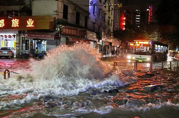 中国、水道管破裂、