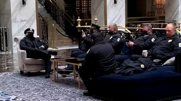 米国、バイデンに議事堂から追い出された兵士達にトランプ・インタ―ナショナル・ホテルが施設を提供