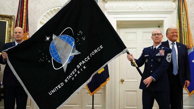 トランプ米大統領「今日、大統領執務室に宇宙軍の旗を誇りをもって掲げた」