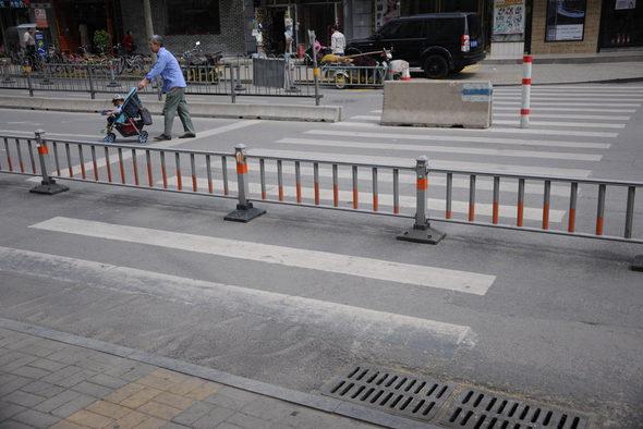 【中国】ガードレールで遮られた横断歩道3