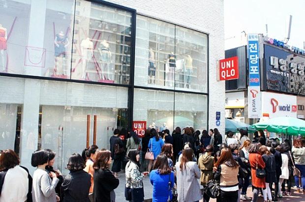 【韓国】日本製品不買はどこへ?「ユニクロ」の無料配布イベントに長蛇の列で大盛況-3
