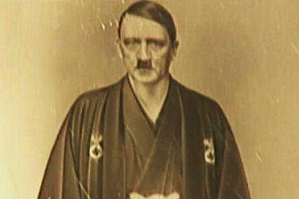 【画像】日本の着物を着た「ヒトラー」の写真が発見され公開される!1