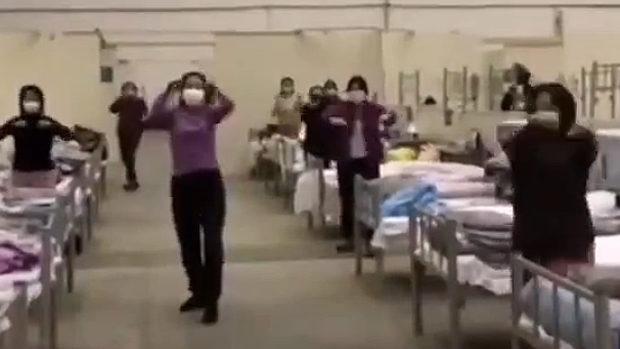中国、やると思った!武漢臨時病院で患者のおばさんたちが「広場舞」始める!