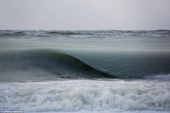 【米国】寒波で海が瞬間凍結!1