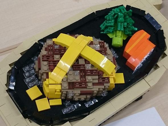 【画像】東大駒場祭、レゴ部のチーズハンバーグ