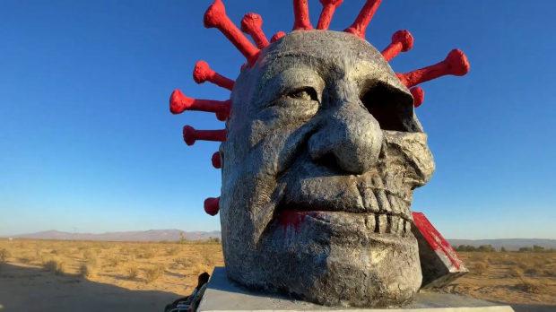 米国、LAに設置された「習近平中共ウイルス像」何者かに放火され全焼