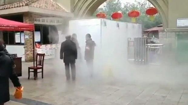 中国、新型ウイルスの「消毒通路」が登場!まるで「次元転送門」だと話題