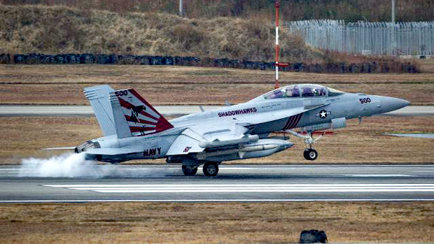 【韓国】米軍が南シナ海合同演習の写真公開、戦闘機に「旭日旗」描かれていると大騒ぎ