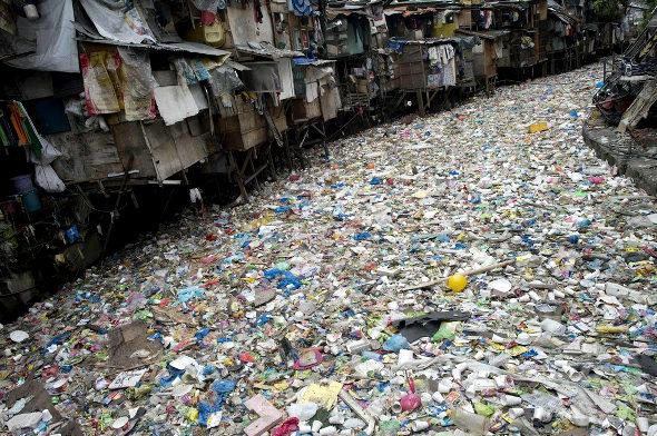 【画像】フィリピン、マニラの川のゴミ1